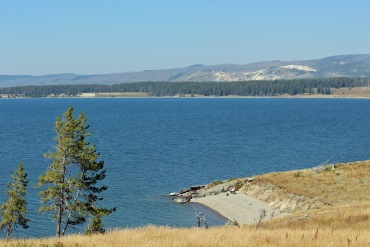 Yellowstone Lake b